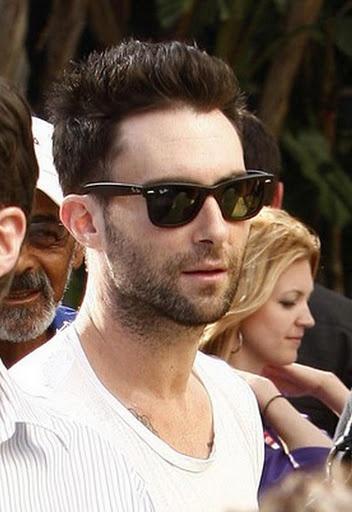 wayfarer ray ban 8ttw  Ray Ban Wayfarer on Maroon 5's Adam Levine