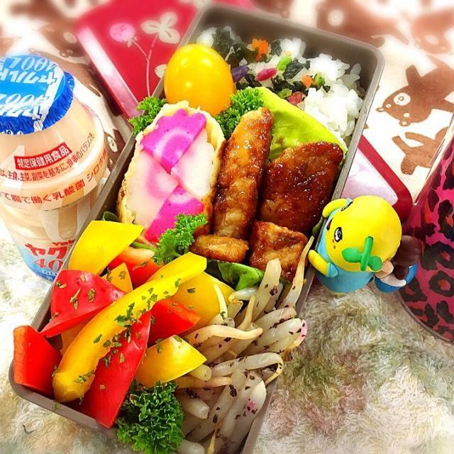 ★マグロのサイコロ照り焼き ★紅白なると天ぷら ★もやしの梅ゆかり和え ★パプリカサラダ - 53件のもぐもぐ - マグロのサイコロ照り焼きお弁当♪ by momomin