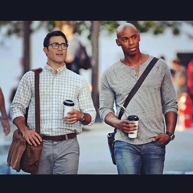 Paparazzi on set... James and Clark bro-talking.  Me and @tylerl_hoechlin or as I call him Ty-Dashian.   #tyinsupermansuitbroketheinternet #supergirl #superman #jamesolsen