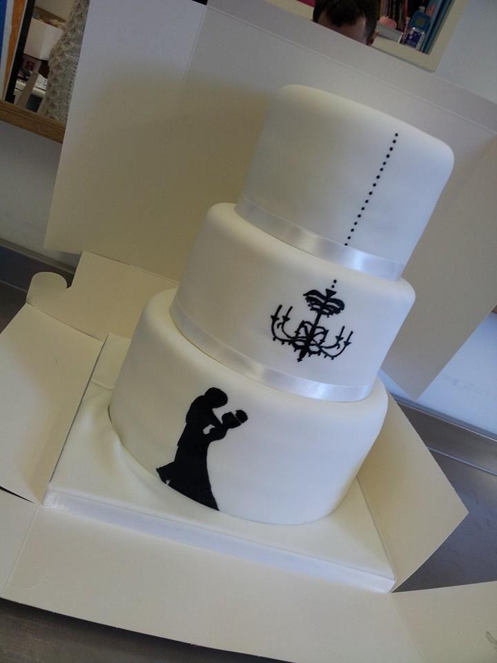 Licks Cake Design at www.edinburghbridesweddingguide.com