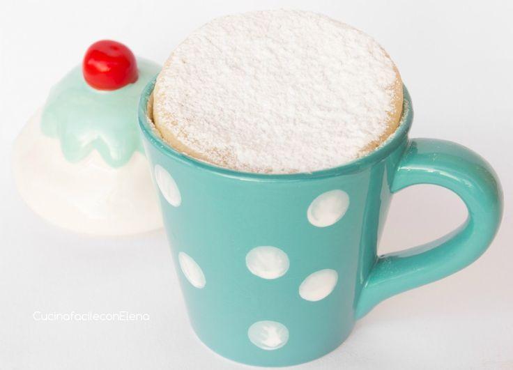 """Dopo il successo della torta al microonde in tazza al cioccolato, ecco la torta al microonde in versione """"bianca"""". È soffice ed è buonissima anche fredda!!!"""
