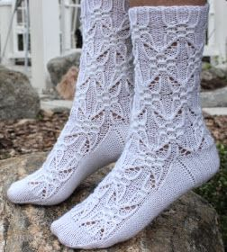 Koti männikössä: Gothic Spire sukat