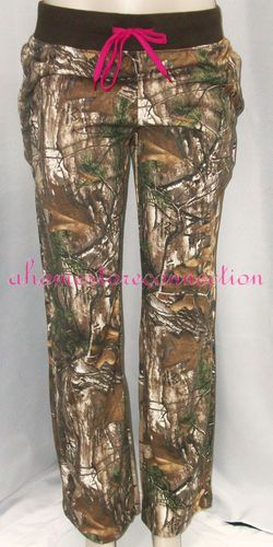 REALTREE WOMENS FLEECE CAMO PINK HUNTING SWEAT PANTS & UNDER ARMOUR SOCKS~ I'm wearing these right now!!!