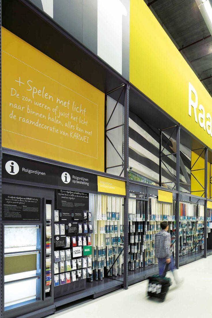 Karwei bouwmarkten kenmerken zich door kleurrijke instore communicatie. Op grote borden boven de schappen kunnen klanten lezen waar ze naar toe moeten lopen.
