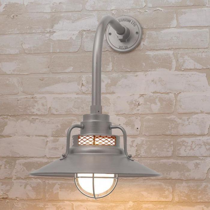 наружное освещение, красивые настенные лампы на серебристой кирпичной стене