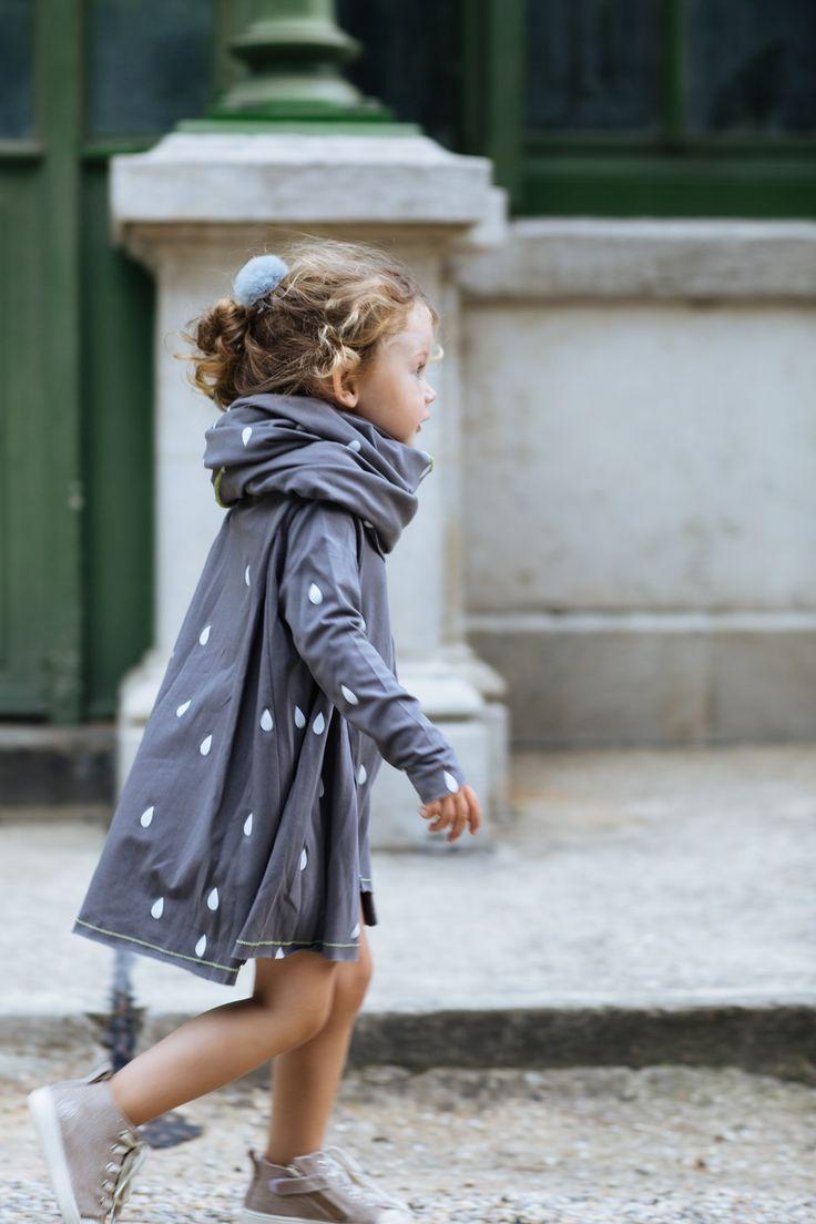 raindrops dress. - http://Kreabarn.dk sætter børn i fokus. Følg med på Facebook, instagram, pinterest og vores blog, kreatip.