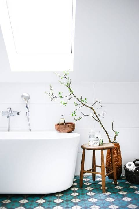 SPRING TRENDS: GET YOUR BATHROOM A POP OF COLOR_see more inspiring articles at http://delightfull.eu/blog/2016/03/28/spring-trends-bathroom-pop-color/