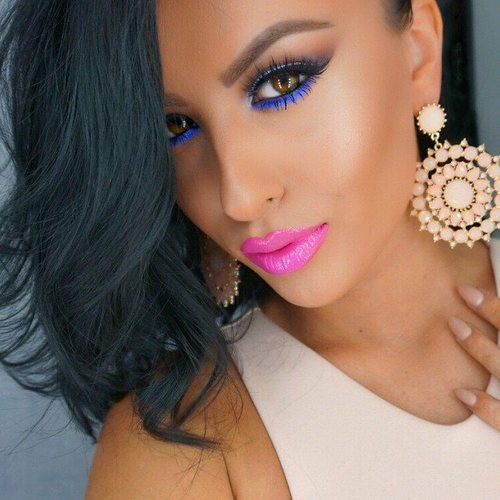 Perfectly contoured face, shaped eyebrows, blue eye pencil, and pink lipstick makeup inspiration by Amrezy (instagram.com/amrezy). #makeup #amrezy #contour #pink #pinklips