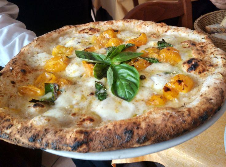 La pizza del sabato? La sapori e profumi di Amalfi da Gennaro Luciano a Port'Alba http://www.ditestaedigola.com/la-pizza-del-sabato-sapori-e-profumi-damalfi-di-gennaro-luciano-a-portalba/