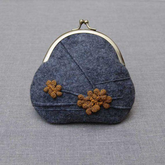 Lichen purse