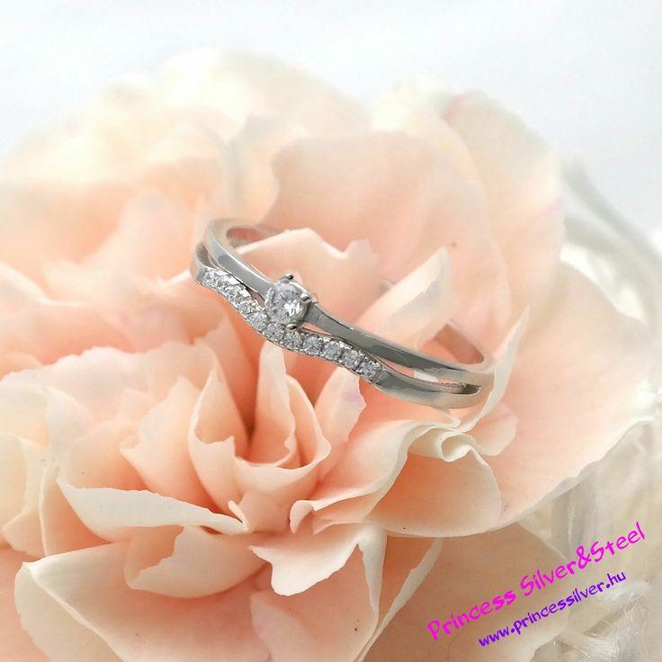 Kristály középpont, ezüst gyűrű. Részletek: www.princessilver.hu
