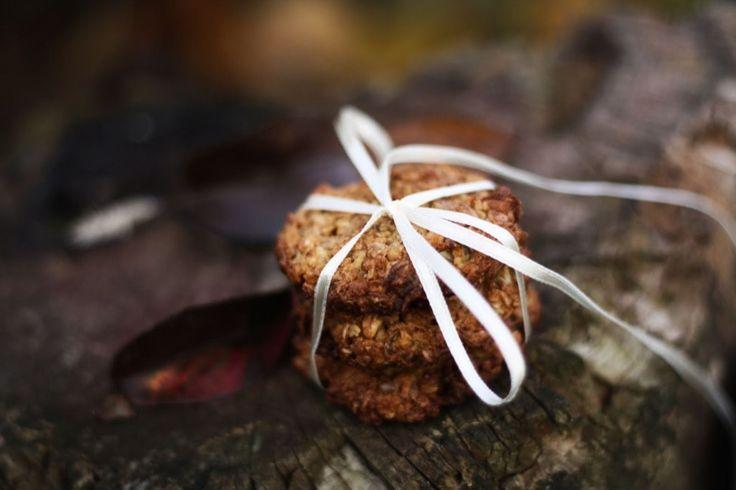 Pekla jsem ovesné sušenky...a pak jsem na ně úplně zapomněla! A tak vám je sem před Vánoci honem musím dát, nakonec je taky můžete upéct jako takové zdravější vánoční cukroví.