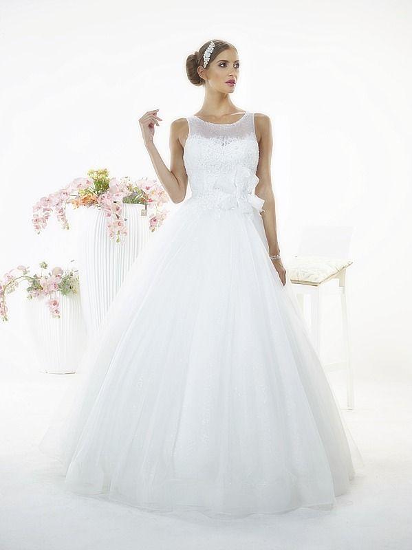 Suknia ślubna Sara z kolekcji White Butterfly firmy Relevance Bridal. Wedding Gown Penelope from White Butterfly Collection from Relevance Bridal. #SuknieŚlubne #SukniaŚlubna #RelevanceBridal #Ślub #OdzieżDamska  #Wedding #WeddingGown #WeddingDress #Womenwear