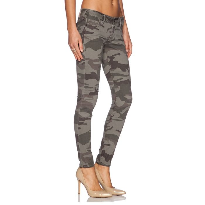 Rank & Style - True Religion Casey Camo Skinny Jeans #rankandstyle