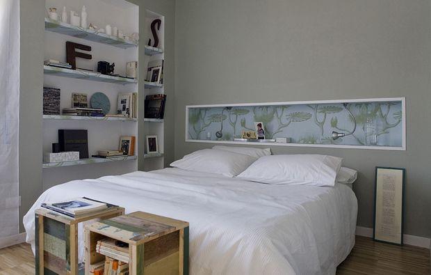 9 /10  La nicchia dietro il letto può essere rivestita internamente con una carta da parati. La parete esterna è perfetta se dipinta con un colore che si abbina.