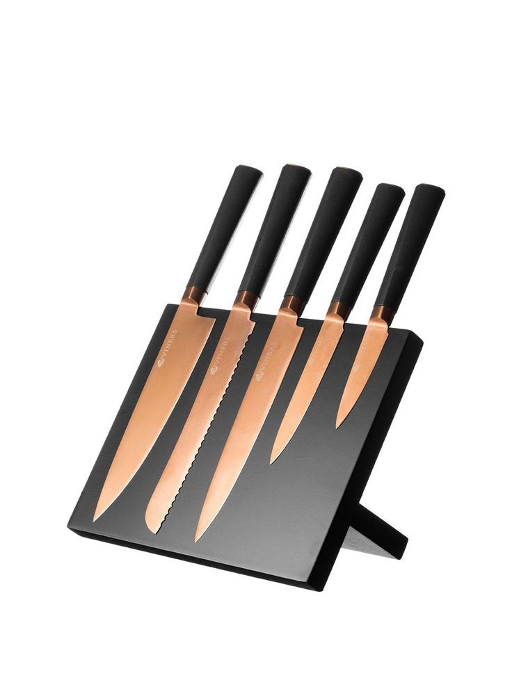 Viners 6-Piece Titanium Copper Knife Block Boasting 5 knives with a copper coloured finish plus a contrasting black magnetic block, this set takes Viners' 100+ years experience in high-quality kitchenware and adds a flawless spark of contemporary style.Containing everything you need to impress in the kitchen, this set includes:- 1 x 8