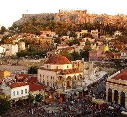 Stroll around the pittoresque Monastiraki and Plaka neighbourhoods