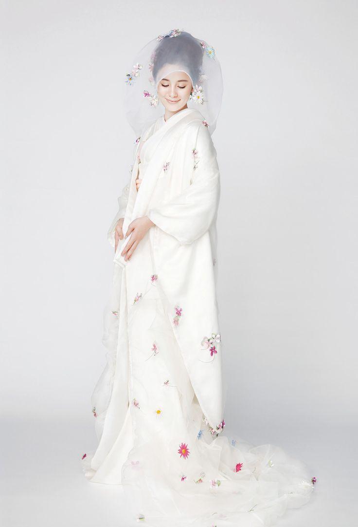 海外挙式(ハワイウエディング)、教会での国内結婚式、ウェディングドレスなど、上質な結婚式を総合プロデュースするTAKAMI BRIDAL【タカミブライダル】オフィシャルサイトです。ハワイ、東京、横浜、名古屋、京都、大阪、神戸、福岡に結婚式場・披露宴施設・ドレスサロンをご用意しております。