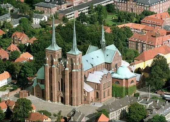 Roskilde Domkirke = Roskilde Cathedral, wherebthenkingsvand queens of Denmark are buried...c 30min west of Copenhagen...