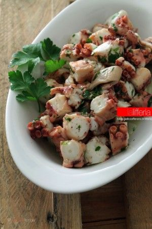Insalata di polpo semplice  one kg of gutted octopus the juice of half lemon a tablespoon of extra virgin olive oil a clove of garlic a sprig of parsley salt and pepper