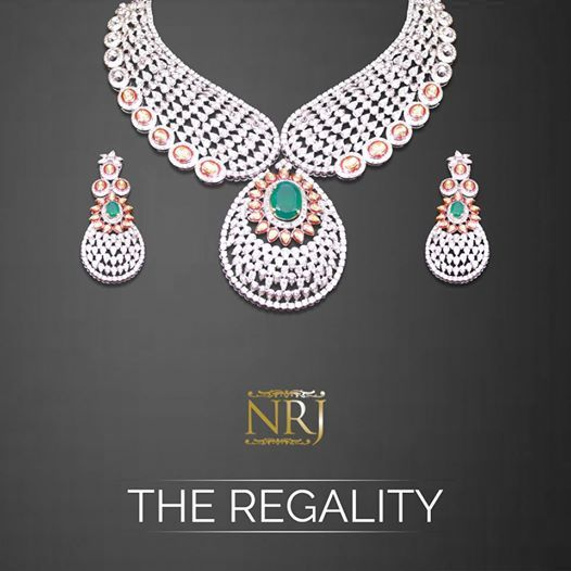 Narangs Raj Jewellers is an exclusive jewellery store in Karol bagh with a stunning range of Kundan Necklace ,Gold Necklace,Gold Pendant, 22 Karat Gold .It is top shop in Delhi NCR with Indian traditions and modern jewellery at one place