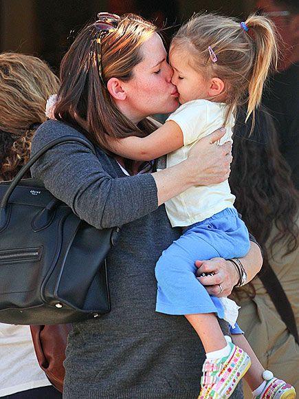 PRECIOUS!!! Pregnant Jennifer Garner kissing and snuggling her precious daughter, Seraphina. I'm feeling the love!!!