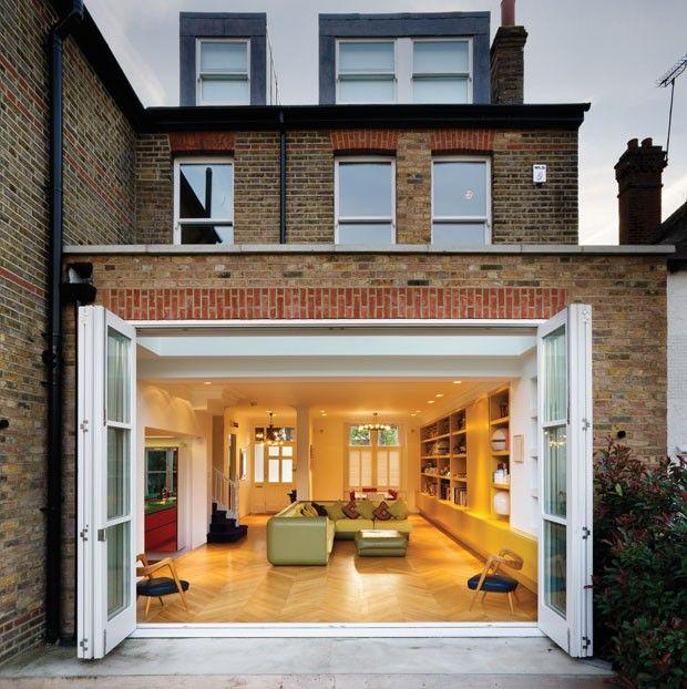 O presente vem em cores  Ambientes multicoloridos atualizam casa tradicional
