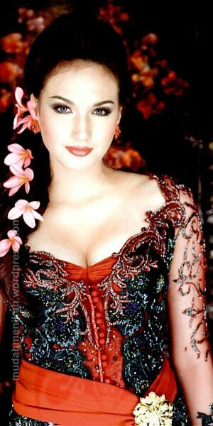 Beautiful woman in beautiful Indonesia gown