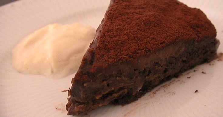 ロー・ファッジケーキ。  非加熱で作ったローフード風スイーツ。小麦粉や乳製品を使わずにフードプロセッサーと冷蔵庫で簡単に作れます。