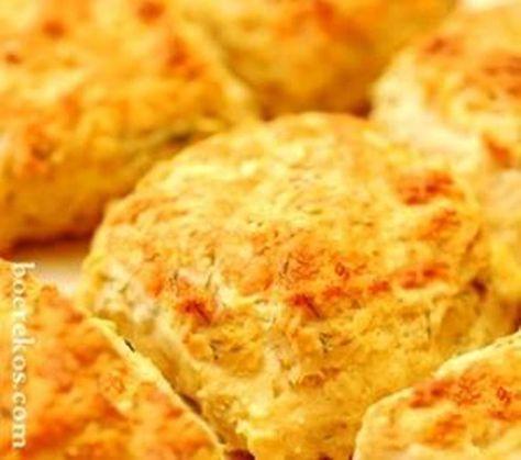 Kaas en Suurroom Skons - Lieflike Ontbyt Skons … sit voor saam met jou gunsteling konfyt, kaas en so skeet styfgekopte room ~ hemels