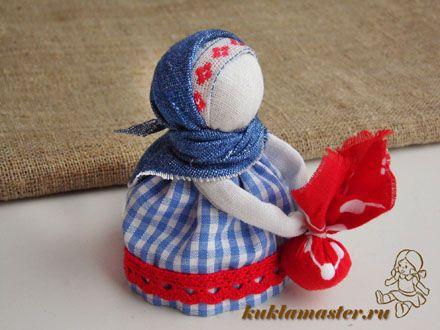 """Мастер-класс с пошаговыми фото по изготовлению народной куклы-оберега """"Подорожница"""" своими руками"""