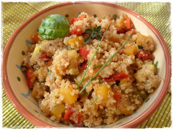 quinoa peperoni zucca pomodori secchi zucchine erbe aromatiche