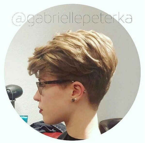 Short Wavy Hairstyle with Layers
