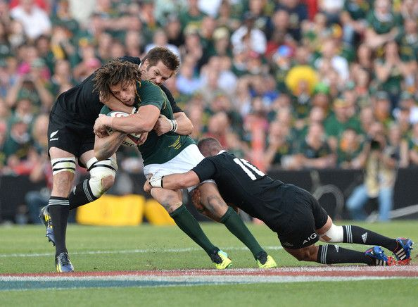 Richie Mccaw Photos Photos - Zane Kirchner of South Africa gets tackled by Richie McCaw of New Zealand during The Rugby Championship match between South Africa and New Zealand at Ellis Park on October 05, 2013 in Johannesburg, South Africa. - South Africa v New Zealand: The Rugby Championship