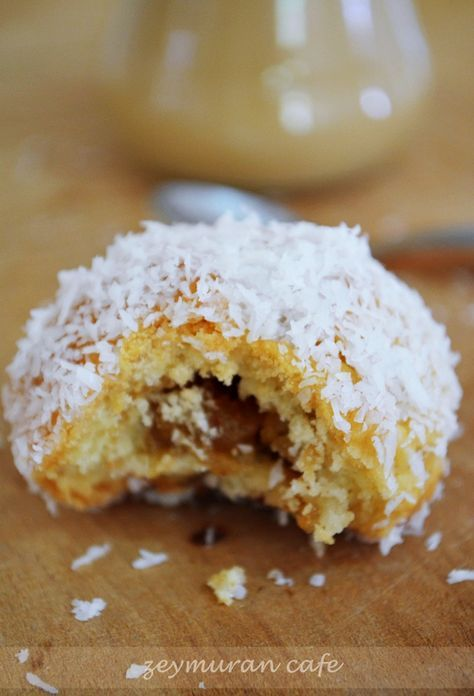 ✿ ❤ ♨ Elmalı bonbon kurabiye tarifi (bu kurabiyenin özelliği elmalı topların şerbetle ıslatılıp, hindistan cevizine bulanması. Ortaya mı? Ortaya nefis bir lezzet çıkıyor. Elmalı olması ve şerbetle ıslatılması sebebiyle yumuşacık oluyor bu nefis kurabiyeler.)