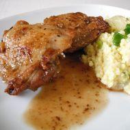 Fotografie receptu: Kuřecí stehýnka s jáhlovou přílohou