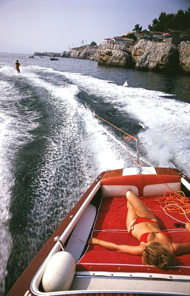 Waterskiing at Hôtel du Cap-Eden-Roc in Antibes on the French Riviera, August 1969. Photo: Slim Aarons.