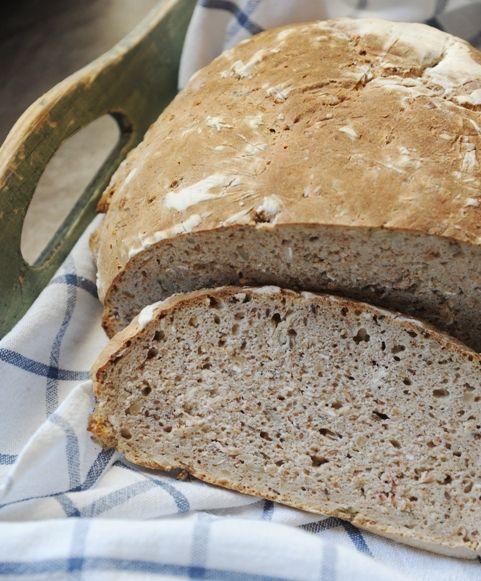 Chleb na zakwasie mieszanym z ziarnami i płatkami owsianymi