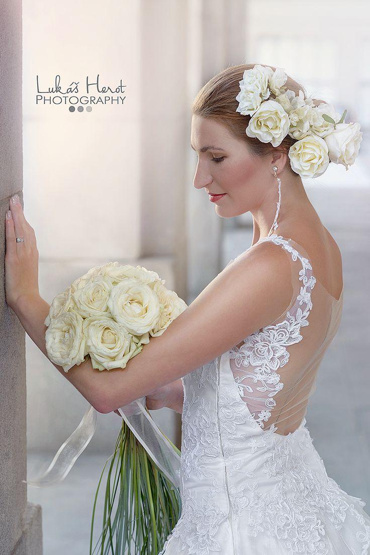 Wedding dress by Hana Binar www.hana-binarova.webnode.cz