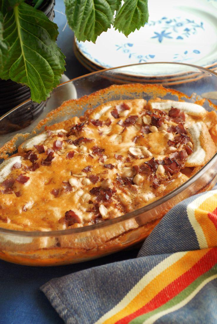 Släng ihop en flygande jakob till middag! Gratängen är populär både hos vuxna och barn, med söta och salta smaker kombinerade. Här hittar du vårt recept.