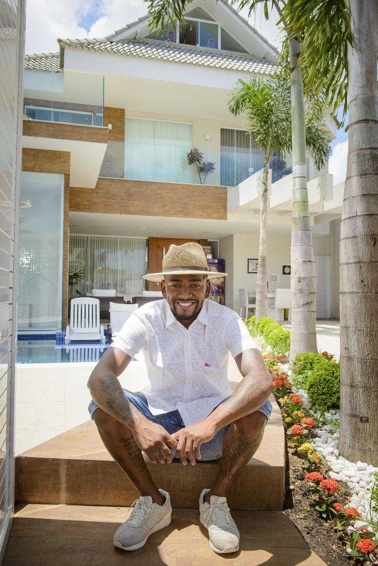 Nego do Borel abre sua casa de R$ 2 milhões e 3 andares