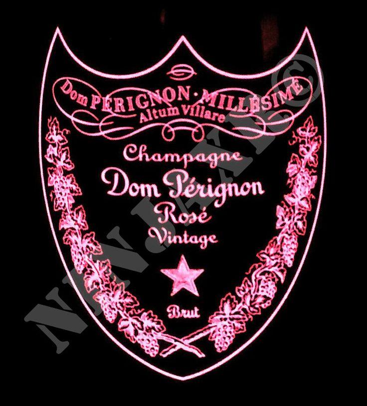 Vaso Porta Oggetti realizzato tagliando e levigando una bottiglia di Champagne Dom Perignon Luminous Label Rosè. L'etichetta si illumina grazie alla pellicola elettroluminescente alimentata dalle batterie presenti sotto il fondo della bottiglia. I bordi della bottiglia sono stati molati e levigati in modo tale da renderli assolutamente non taglienti. Dimensioni: Altezza 12 cm Diametro 9 cm circa.