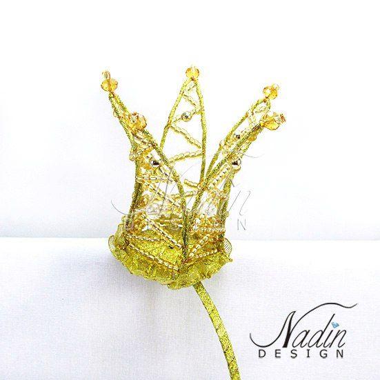 Корона золотая из бисера и бусин