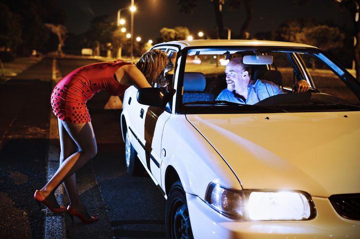 Après les autoroutes, Royal veut la gratuité de la prostitution le week-end - http://boulevard69.com/apres-les-autoroutes-royal-veut-la-gratuite-de-la-prostitution-le-week-end/