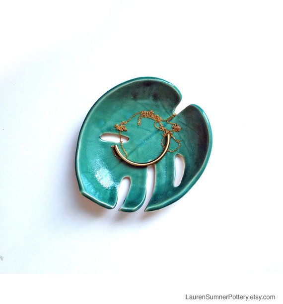 Green Leaf Philodendron Bowl, Pottery, Ceramic - Handmade - Tropical leaf, Monstera, Soap Dish, Spoon Rest, Jewelry Bowl, Fruit Bowl