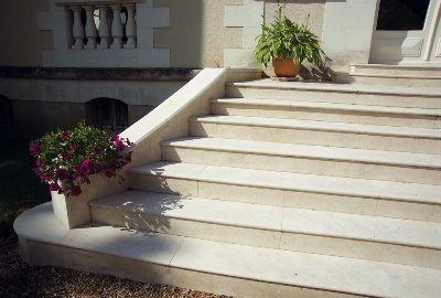 17 meilleures id es propos de maison de pierre calcaire for Pierre reconstituee pour escalier exterieur