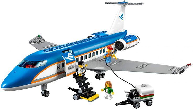 LEGO City 60104 Vliegveld Passagiersterminal -  Begin je vakantie in de LEGO vliegveld passagiersterminal inclusief vliegtuig, bagage-aanhangwagen, mobiele trap, vliegveld-servicevoertuig en 6 minifiguren. De leukste Lego City sets: https://www.olgo.nl/lego/city.html