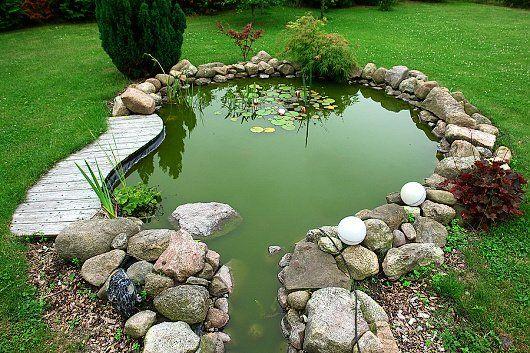Zahradní jezírko vyšperkuje zahradu