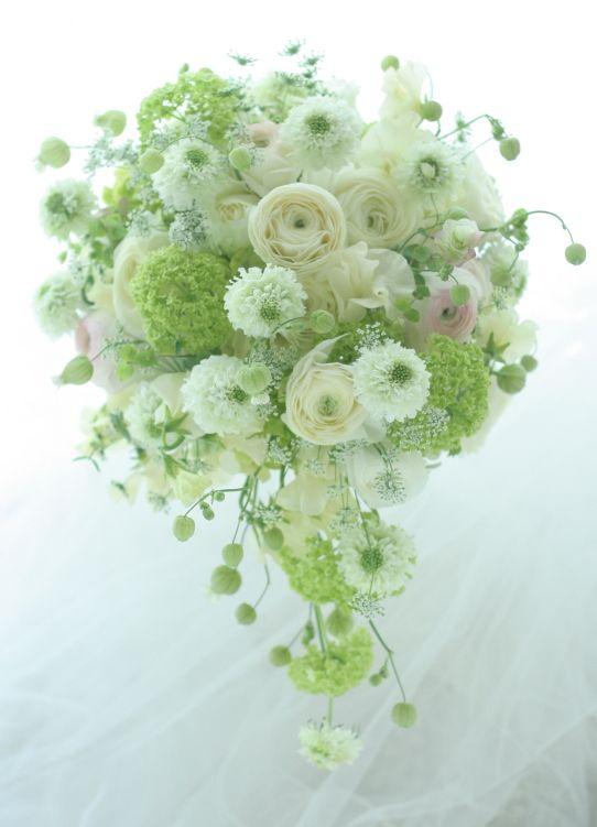 セミキャスケードブーケ ラナンキュラスと春の花 リッツカールトン大阪へ : 一会 ウエディングの花