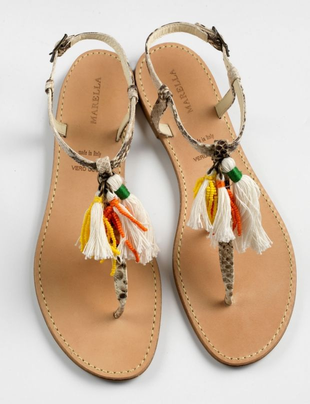 Notre sélection de sandales : http://www.femmeactuelle.fr/mode/accessoires-mode/tendance-shopping-sandales-plates-nu-pieds-tongs-sexy-15398 (nu-pieds à pompon de Marella).